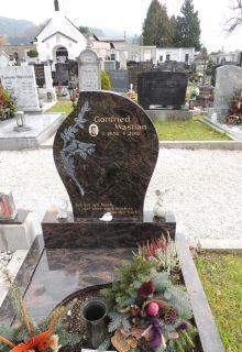 Grabstätte aus Aurora Granit