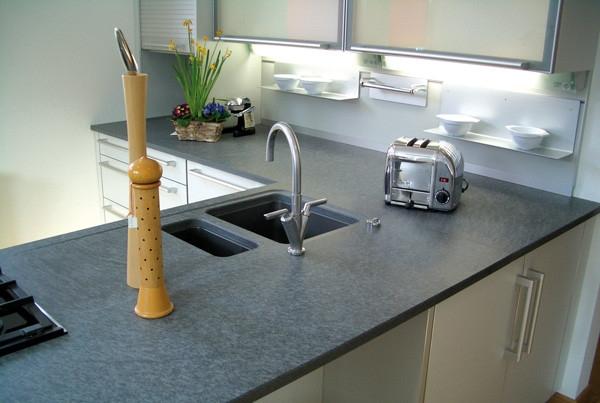 Nero assoluto satiniert reinigen wohn design for Granit arbeitsplatte reinigen