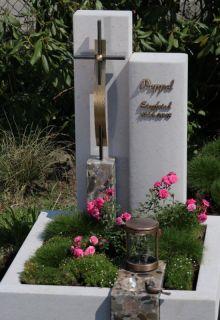 urnengrab-mit-kreuz-Peppel-_480